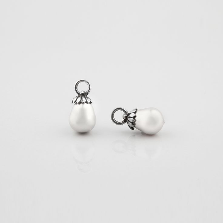 E2667 White #shell #pearl Pretty Woman #charms with #floral caps - www.miglio.com