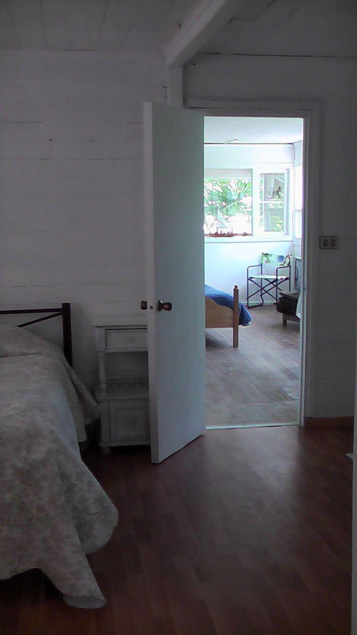Desde dormitorio principal hacia entrada.