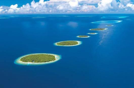 Maldives Islands In Indian ocean with snow-white beaches, swaying palm trees, and richly colored coral reefs, 80 percent of these Islands are less than 3.3 feet above sea level  #diving #sub #subacquea #Maldive