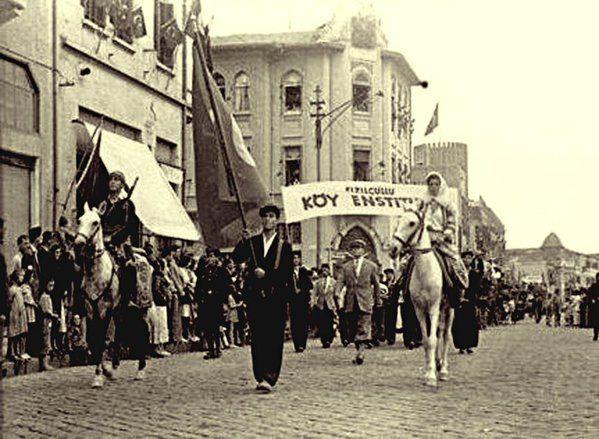 Kızılçullu Köy Enstitüsü,Cumhuriyet Bayramı kutlamasında
