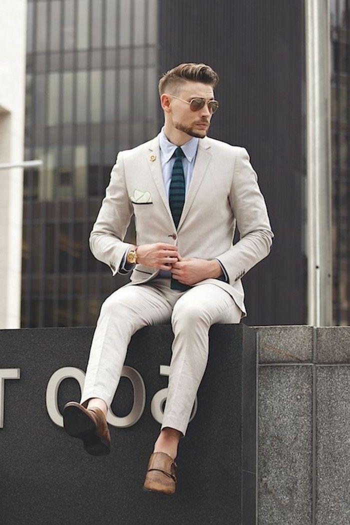coupe cheveux ado garçon, pantalon beige élégant pour les hommes, chaussures élégants design homme