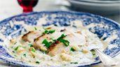 Risotto med grillad kyckling, salvia och pinjenötter | Recept