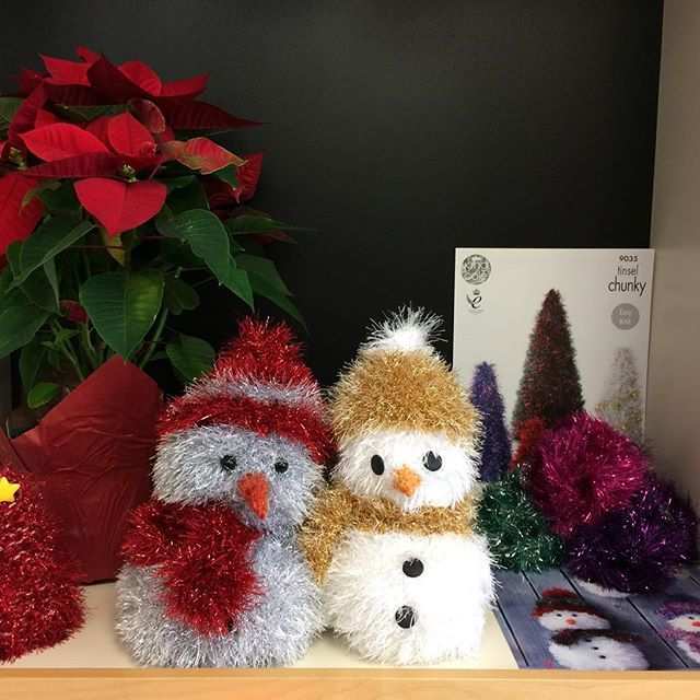 Cute little snowmen all bundled up for winter! #kingcoletinsel #knitting #handmade