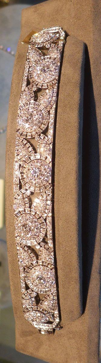 An Art Deco diamond bracelet (Kentshire)
