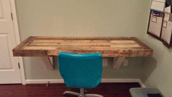 Plataforma reciclada madera de la pared por LostDogWoodworks