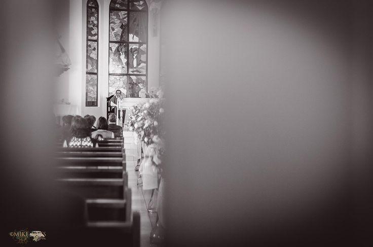 Mike Moss fotógrafo de bodas en todo México. #bodas #iglesia #Padre #bokeh #Pachuca #wedding #weddings #cura #doors