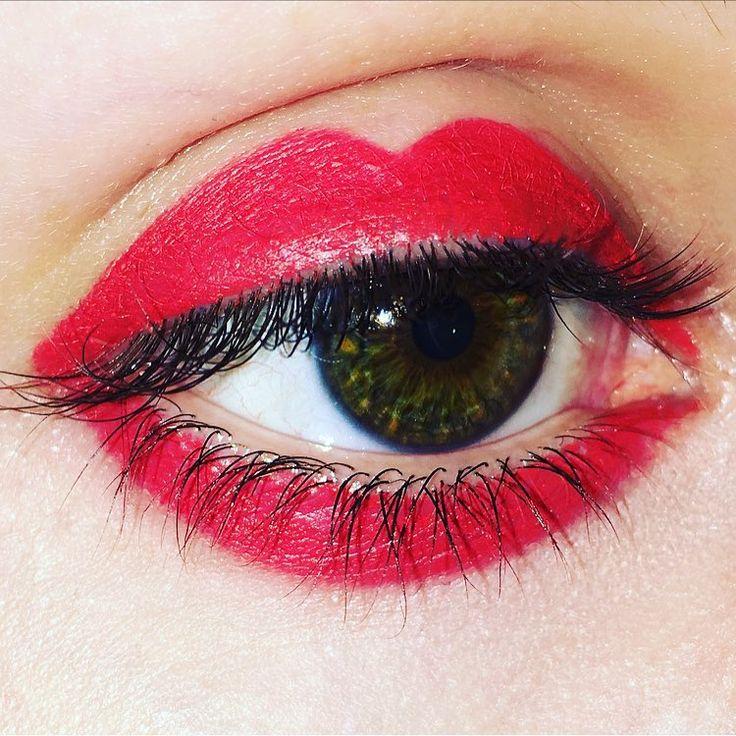 Red lipstick eye makeup design @sophiemooremakeup