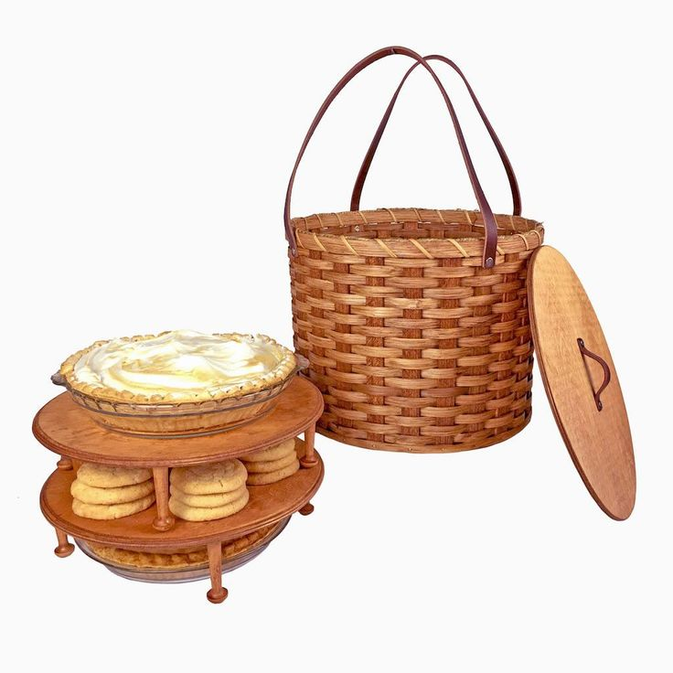 This Amish handmade Triple Tier Pie Carrier will keep up to three pies (or any combination of pies and other baked goodies) protected and safe throughout all of your travels. This sturdy woven wood pi