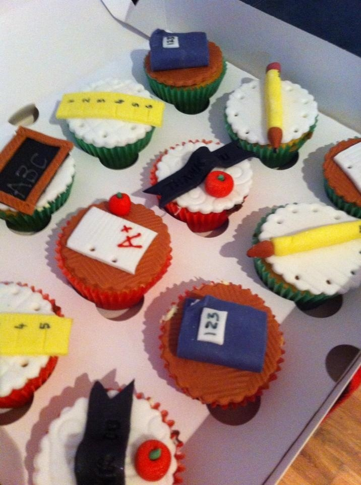 Cake Design For Teachers Day : 154 best images about Teacher Cakes on Pinterest ...