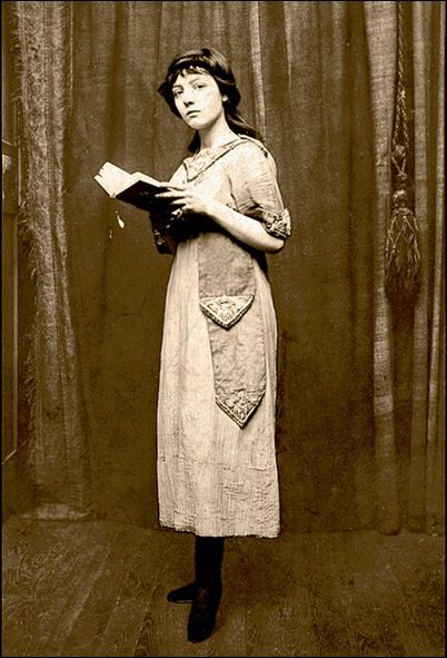 """Mireille Havet (1898, Médan, Yvelines - 1932) was a French poet, diarist, novelist, and lyricist.  She wrote lyrics for songs composed by  John Alden Carpenter and intended for Éva Gauthier.  She wrote a novel, Carnaval, published in 1923. She was friends with Jean Cocteau and Colette, who referred to her as """"la petite poyétesse"""".  Her diary, which she kept from 1913 to 1929, was only found again in 1995, and published in 2003."""