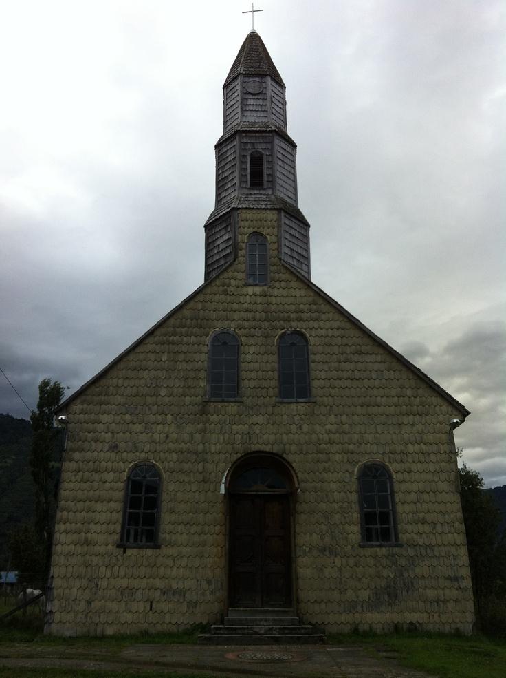 la iglesia de cochamó, en plena carretera austral
