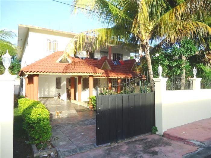 Residence in vendita a Sosua Stato: In Vendita Listing #: B-12057 LG Prezzo : U$220,000 Camere: 10 Bagni: 7 Appartamenti: 7 Area di Costruzione (piedi quadrati): 5242.2 / sq Meters: 487 Misure del Terreno (piedi quadrati): 6727.66 / sq Meters: 625