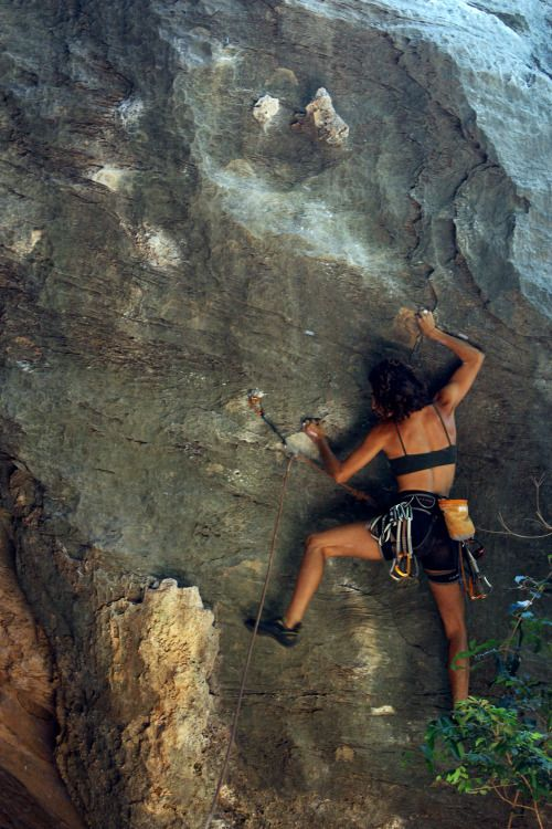 "actiniaria: "" Carol dancing through Injustiça Social (6a), Serra do Cipó """