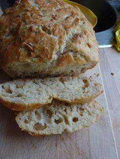 Langtidshævet brød i fad med gær og mangevariationsmuligheder