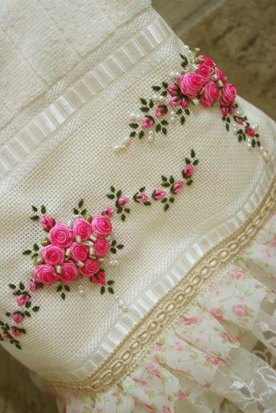 Toalha De Lavabo | Ems, Floral and Minis