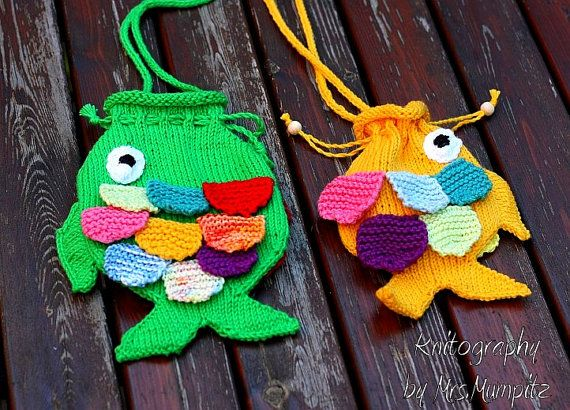 Cute Fish Purse for Kids - knitting pattern pdf download - for beginners and advanced knitters, DIY gifts for kids / Bag, Tote, and Purse knitting patterns at http://intheloopknitting.com/bag-purse-and-tote-free-knitting-patterns/