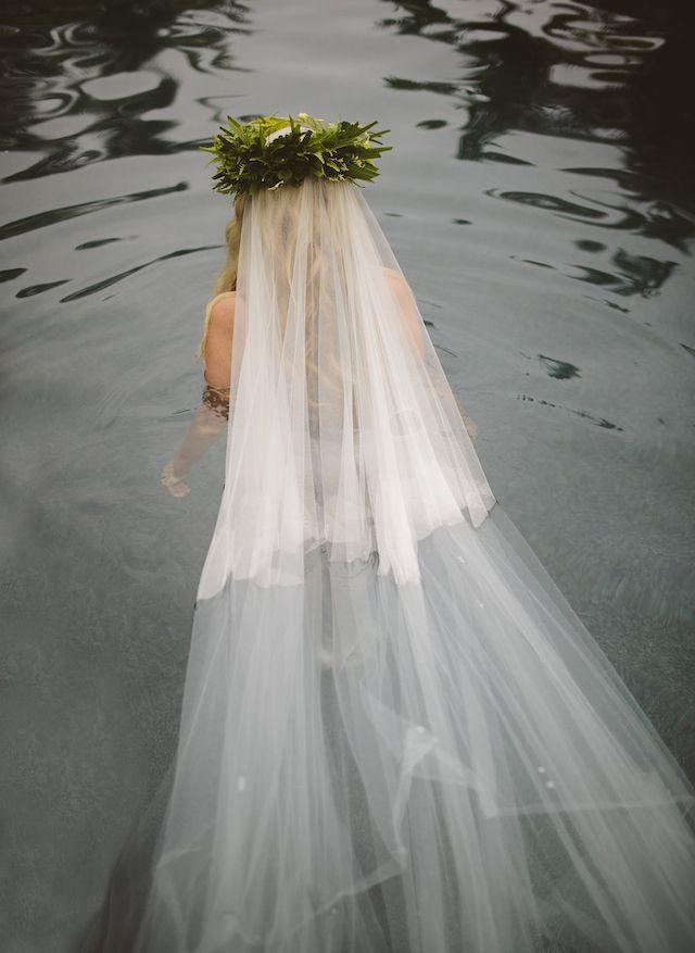 Underwater bridal boudoir | Leezett Photography  and Bula Bride | see more on: http://burnettsboards.com/2014/08/honeymoon-boudoir-shoot-fiji/