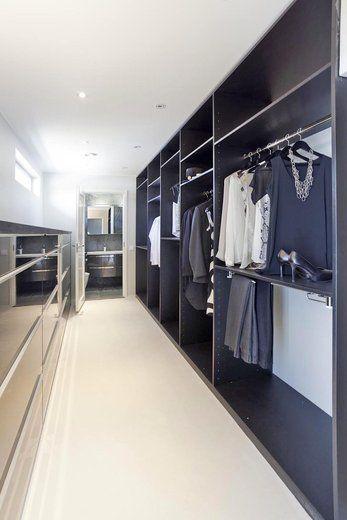 Kivitalon ylellinen ja tilava pukeutumishuone, lisää ideoita www.lammi-kivitalot.fi