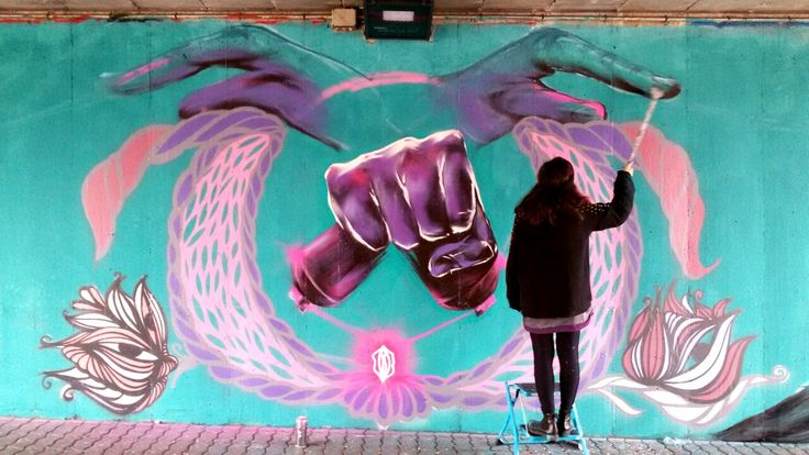The power of girls working together. KAMI's hands + GIULZ decorations, in Milan.