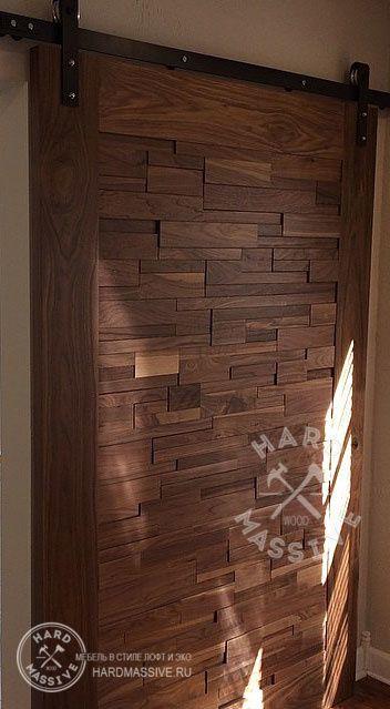 Дверь на амбарном механизме из комбинированной древесины карагача и дуба.