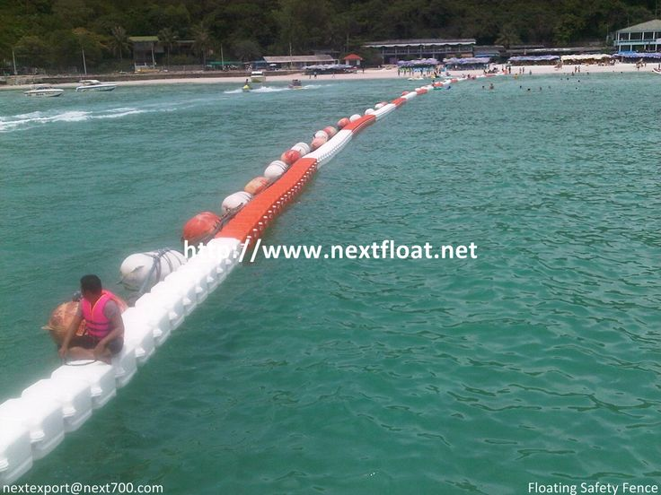 This is floating fence located at Pataya, Thailand. It helps to prevent for any causes from wave and deeper sea.  태국 파타야에 설치된 플로팅펜스로 여행자들의 안전을 위해 설치된 장소 입니다.