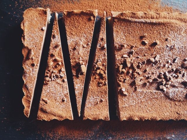 Annie's Hungry: Raw Chocolate and Cashew Tart
