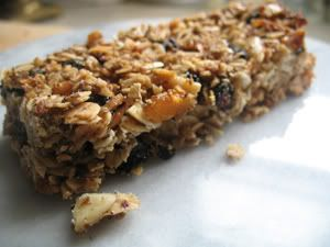 Crunchy Granola Bars, Barefoot Contessa-Style on http://debbiekoenig.com... this site has lots of great ideas... must explore it at some point!
