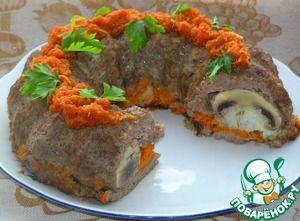Мясное кольцо с грибами и рисом, под острым соусом