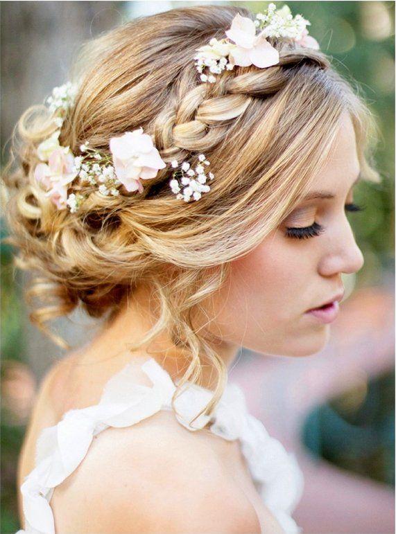 Le bohème ! La tendance de cette année 2015! La coiffure mariage avec tresse couronne fleurie.