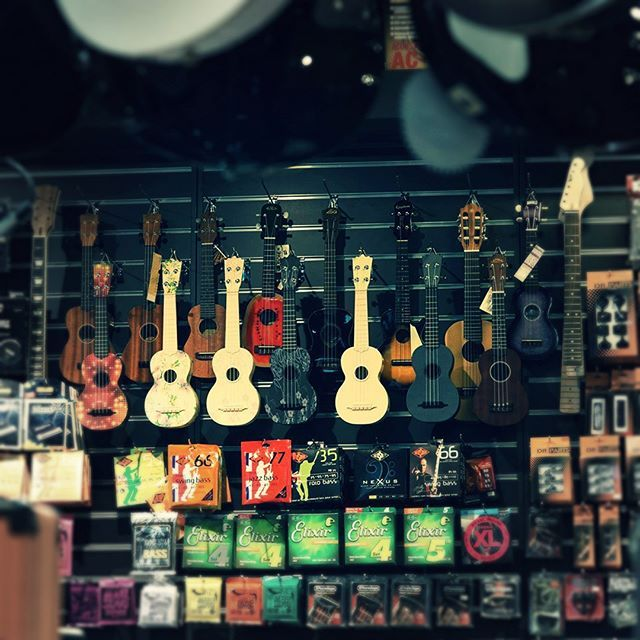 Colours everywhere! #guitalele #ukulele #muziker #shop