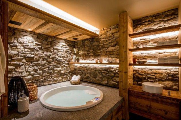 Chalet à Méribel salle de bain jacuzzi décoration d'intérieur mur bois poutre baignoire ronde salle de bain