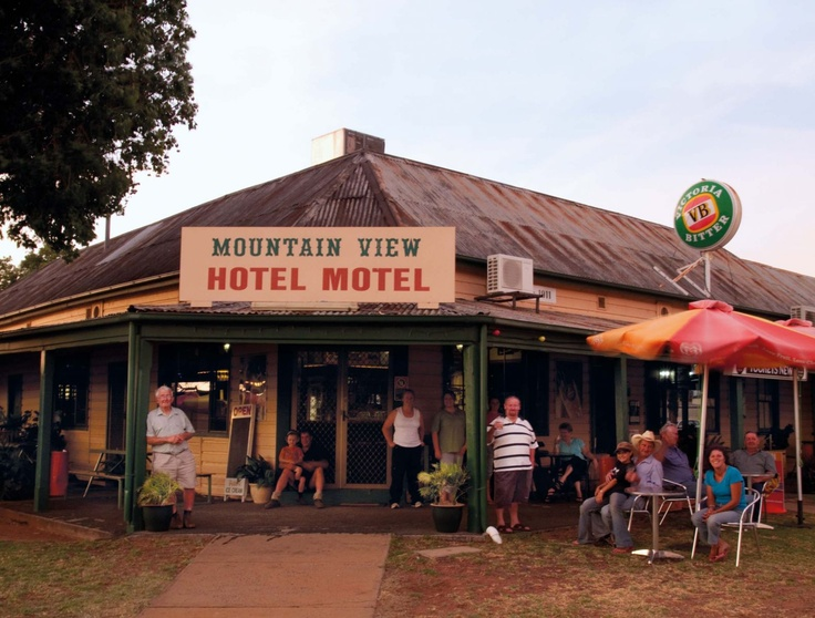 The Mountain View Hotel is a friendly pub that's the epicentre of tiny Tooraweenah, NSW, as well as being a great dropping-off point for visitors to the Warrumbungle Ranges.