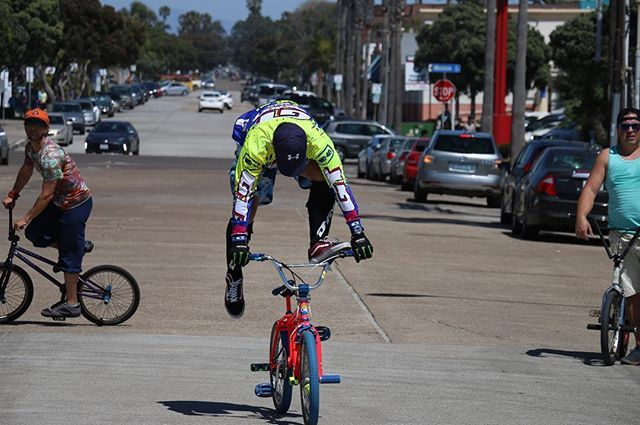 Everyone is taking off! 🛫🛫🛫 I love the colors in this one.. what do you think? #letsfly #canon70d #bmx #streetperformers #neon #brightlights #pacificbeach #pacificbeachlocals #sandiegoconnection #sdlocals #sandiegolocals - posted by Michael 🎉  https://www.instagram.com/michaelryanelrod. See more post on Pacific Beach at http://pacificbeachlocals.com