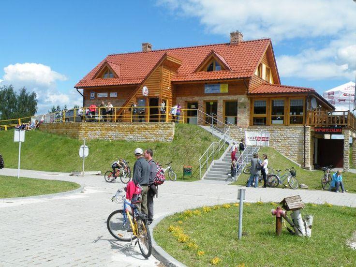 Całoroczny Ośrodek Sportowy Góra Czterech Wiatrów. Oferta zimowa m.in.: 5 tras zjazdowych, 3 wyciągi (w tym 2 orczykowe), snow park, wypożyczalnie sprzętu narciarskiego, serwis narciarski, nauka jazdy, sztuczne naśnieżanie, baza gastronomiczna. Oferta letnia: wypożyczalnia rowerów górskich, miejskich, quadów, wypożyczalnia sprzętu wodnego, własna gastronomia (restauracja), noclegi w schronisku G4W, organizacja przyjęć i imprez integracyjnych.  www.it.mragowo.pl