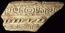 fragmentos; barro cacos Roda-lançada com esculpida projeta dinastia China, Shang, cerca de 1700-1023 aC
