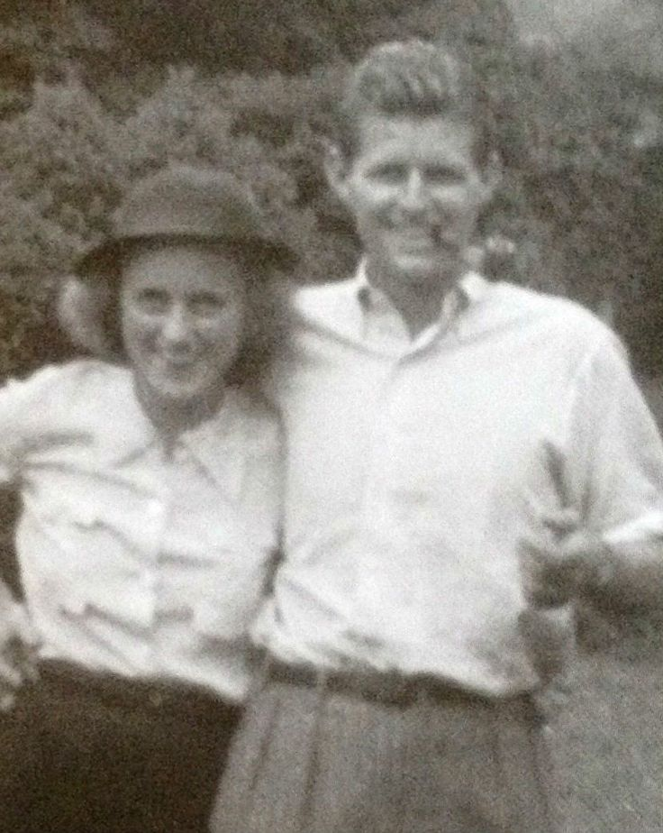 Cute photo of Kick and Joe Jr. ❤❁❤❁❤❁❤❁❤❁❤   http://en.wikipedia.org/wiki/Kathleen_Cavendish,_Marchioness_of_Hartington     http://en.wikipedia.org/wiki/Kennedy_family