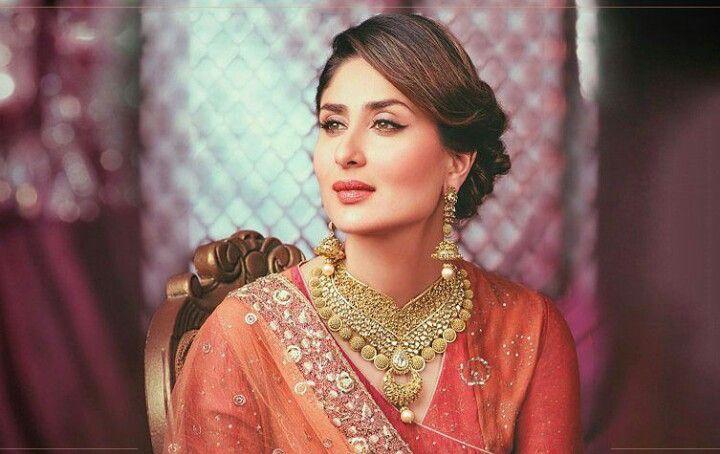Kareena looks gorgeous! // Pinterest: @meghnaprasad4