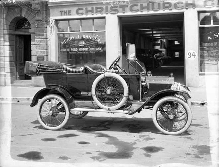 1824 best vehicle history started in black and white for Henry ford motor company