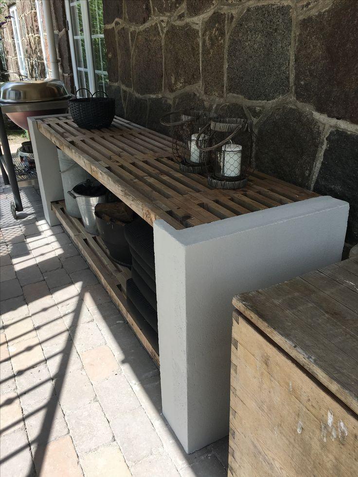 DIY-Außenküche aus Wagen und Leichtbetonbausteinen