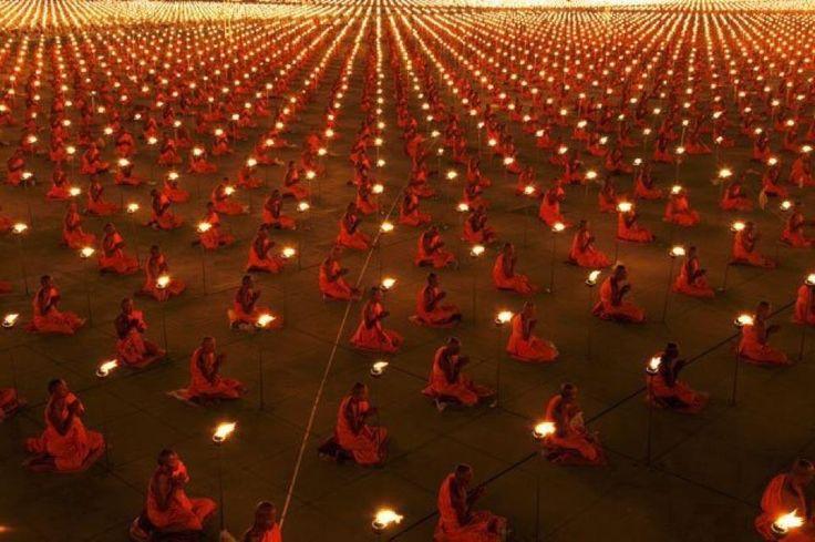 100,000 Monks in prayer for better world.   Om Shanti