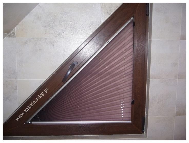 Idealny przykłąd na to, że plisy materiałowe pasują do każdych okien!