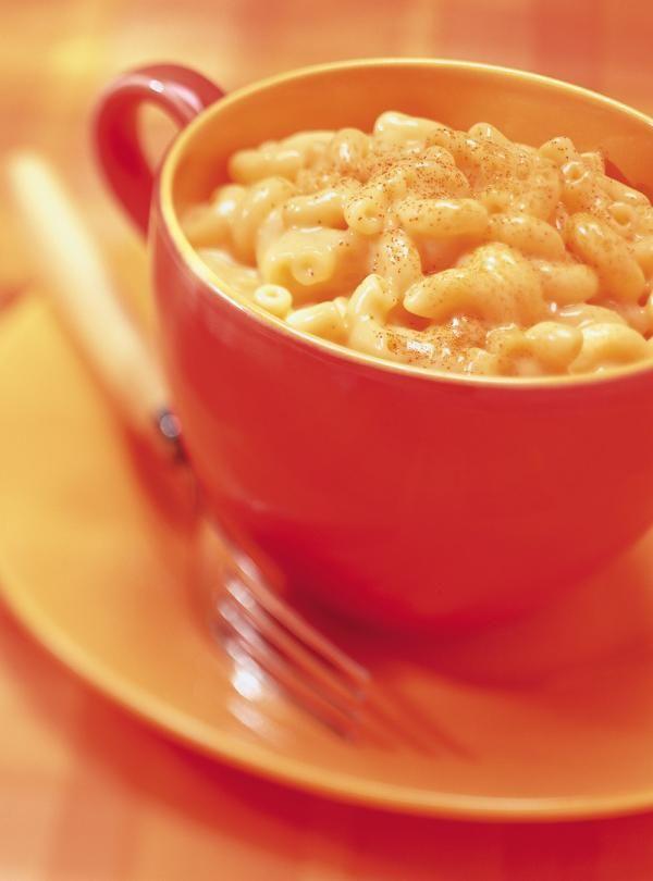 Recette de macaroni au fromage «full cool»: recette de Ricardo pour enfants ou ados. Repas rapide à préparer, avec fromage Cheez Whiz, macaroni, cheddar...