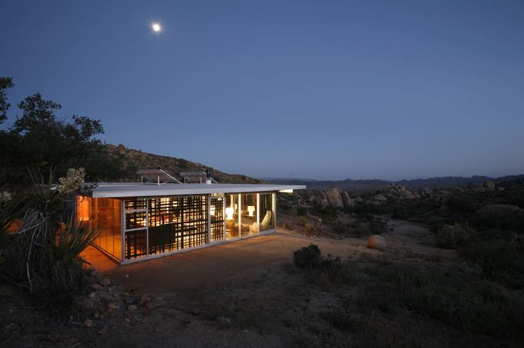 in Pioneertown, United States. The Off-grid itHouse brings together raw industrial aesthetics with the tactics of green design to forge a new home in the sunbaked wilds of the California high desert. The Off-grid itHouse is an architecturally significant house, recently noted...