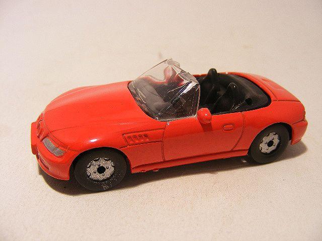 Bmw Z3 cabrio 1:64 These are for sale by https://www.speelgoedenverzamelshop.nl/modelautos_en_auto_curiosa/automerk/bmw/bmw_z3_cabrio_1:64_rood_10540.html