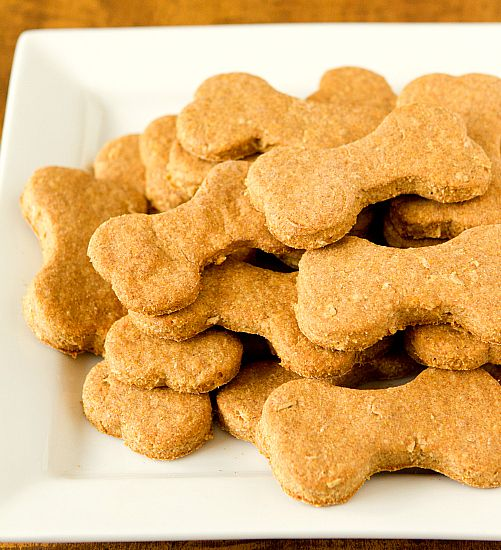 Beef and Cheddar Dog Biscuits: Cheddar Dogs, Eye Baker, Homemade Treats, Brown Eye, Homemade Beef, Dogs Treats Recipes, Dogs Cookies, Dogs Biscuits, Doggies Treats