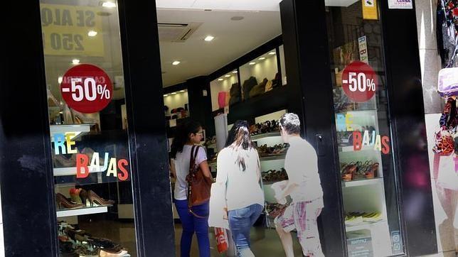 Comerciantes de la provincia de Málaga califican como buena o muy buena la campaña de rebajas de verano
