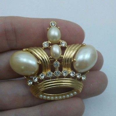 VINTAGE BROOCH PIN * CROWN TRIFARI SIGNED RHINESTONE FAUX PEARL CROWN BROOCH