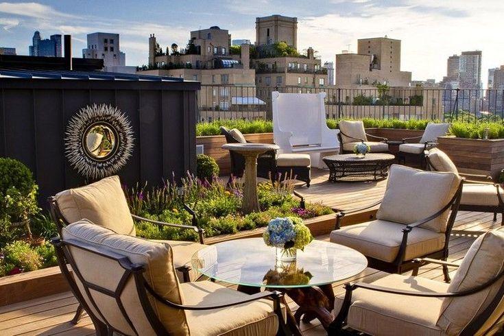 jardin sur le toit -terrasse qui consiste en parterres de fleurs et plantes couvre-sol