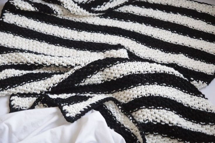 MANTA DE PUNTO RAYAS / STRIPED KNIT BLANKET via KNNOT. Click on the image to see more!