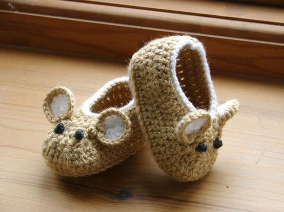 Little Fieldmouse Baby Shoes; I want to make myself a pair! One mouse, one cat, fashioned after Camper's Twins idea.